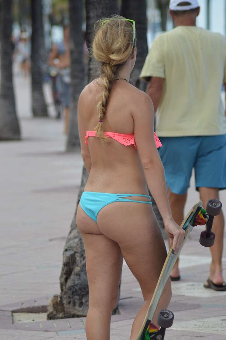 bikini dans le cul (13)