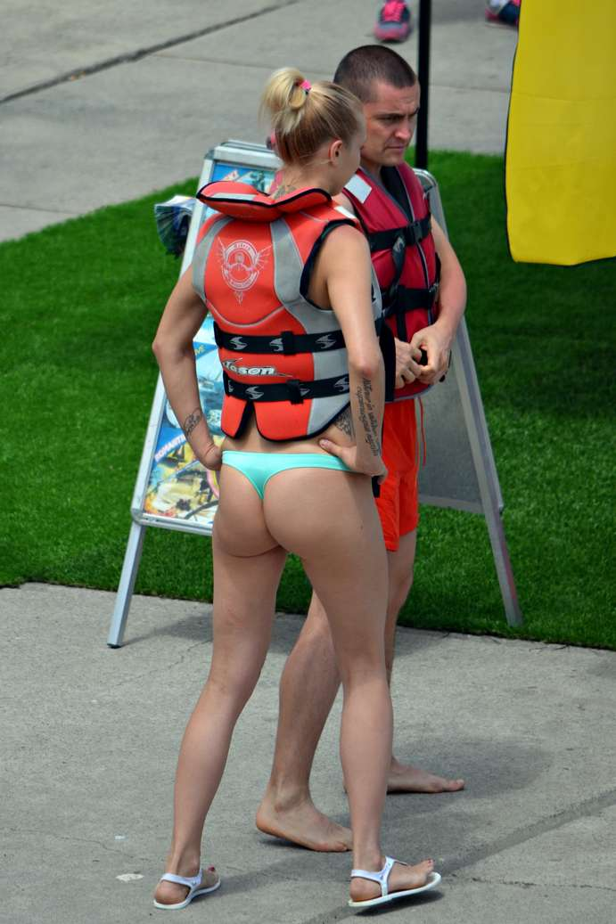 bikini dans le cul (6)