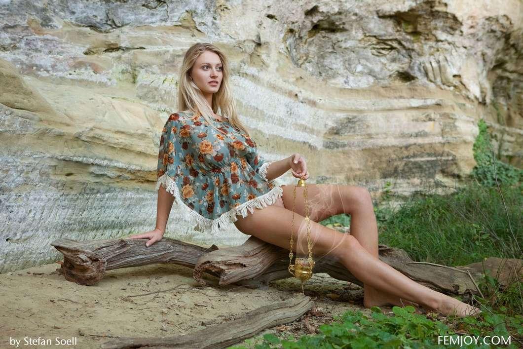 blonde gros seins nue (104)