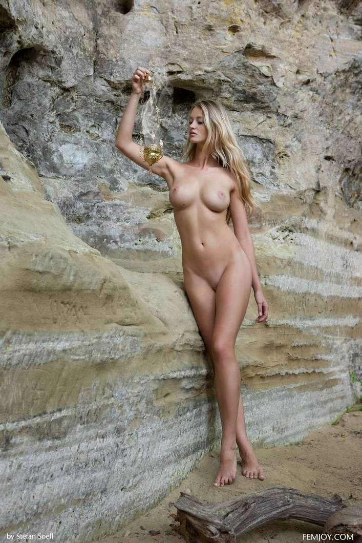 blonde gros seins nue (106)