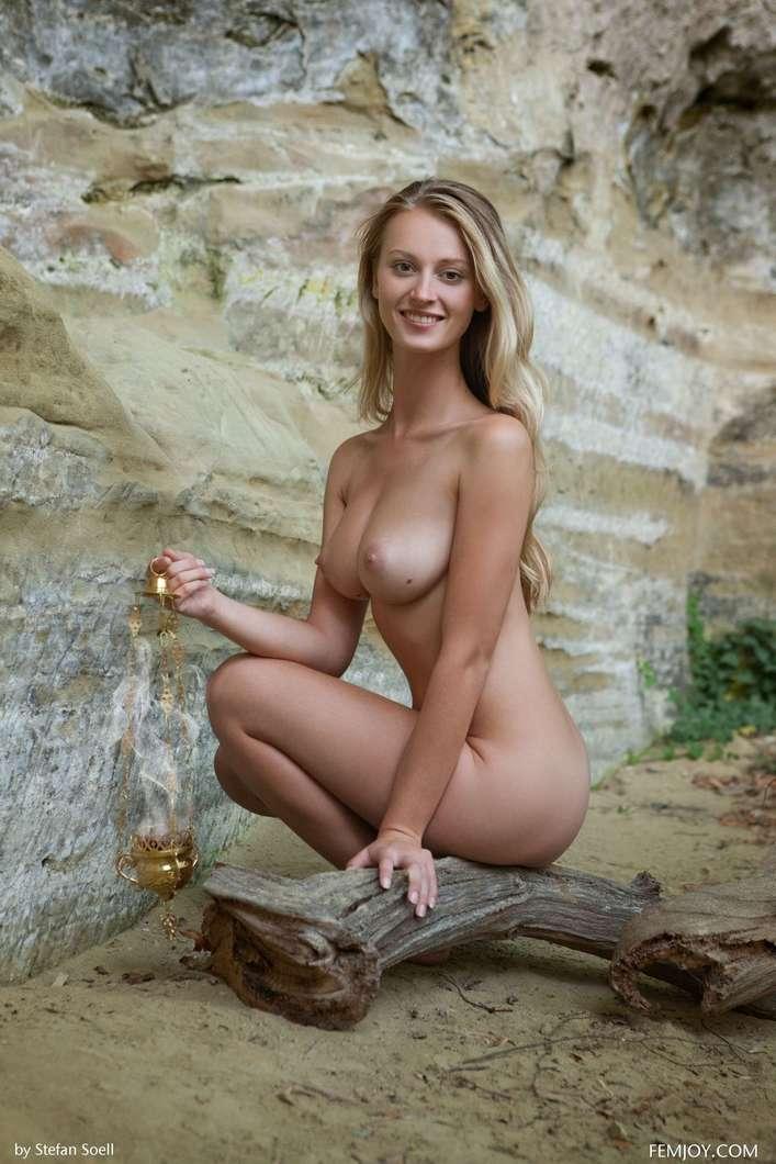 blonde gros seins nue (108)