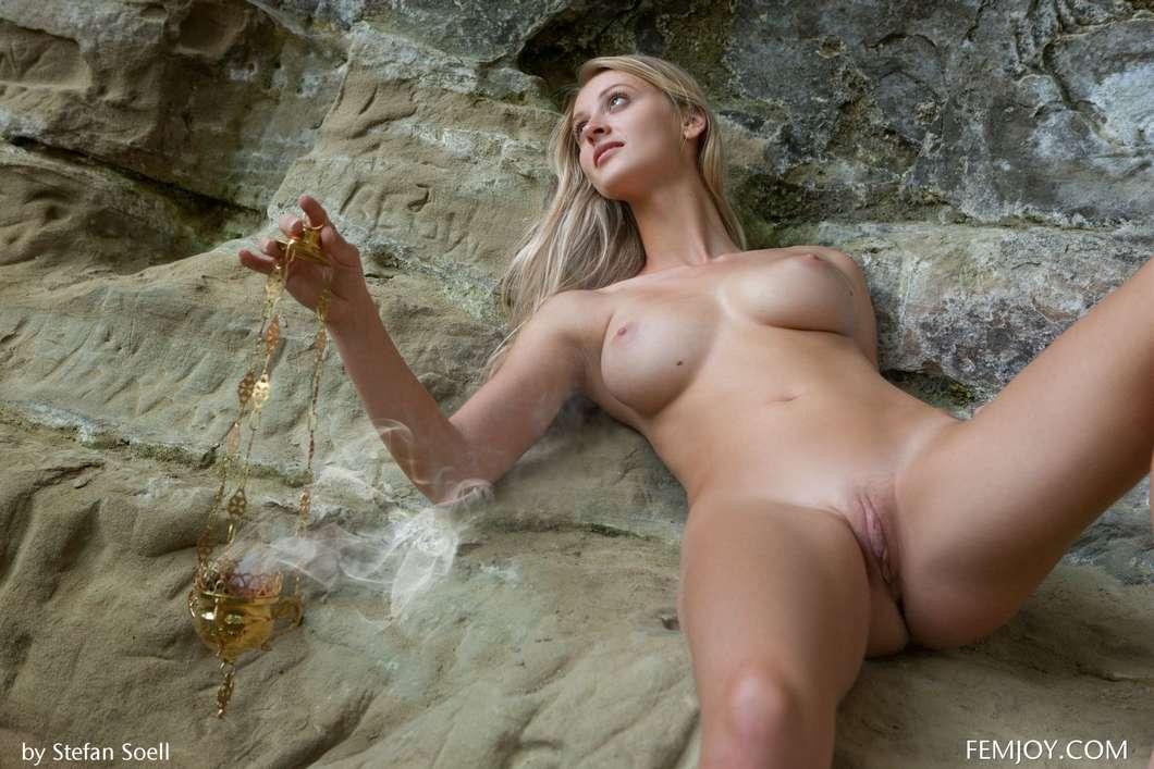 blonde gros seins nue (117)