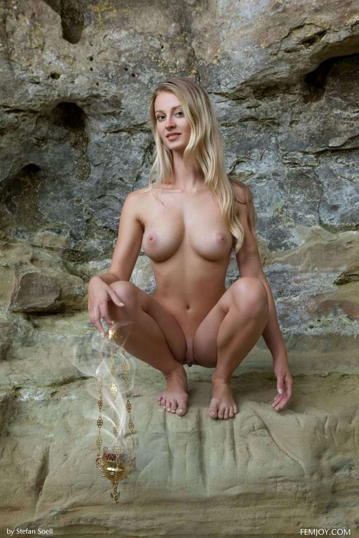 blonde gros seins nue (118)