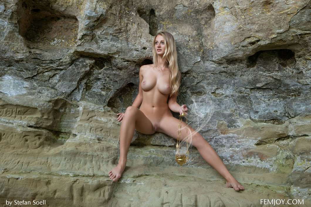 blonde gros seins nue (120)
