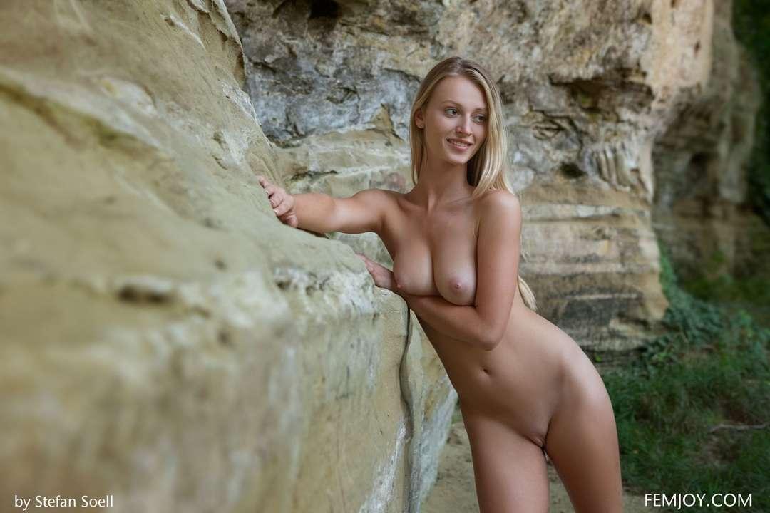 blonde gros seins nue (122)