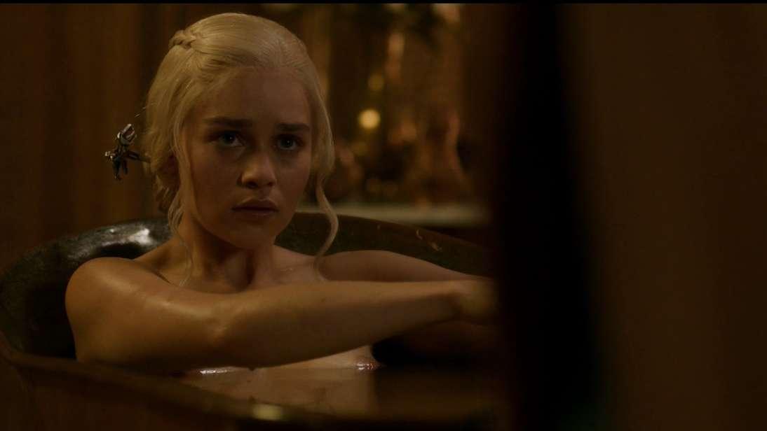 emilia clarke nue game of thrones (1)