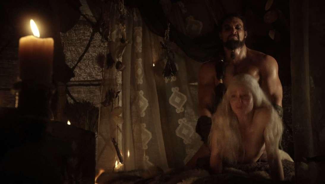 emilia clarke nue game of thrones (14)