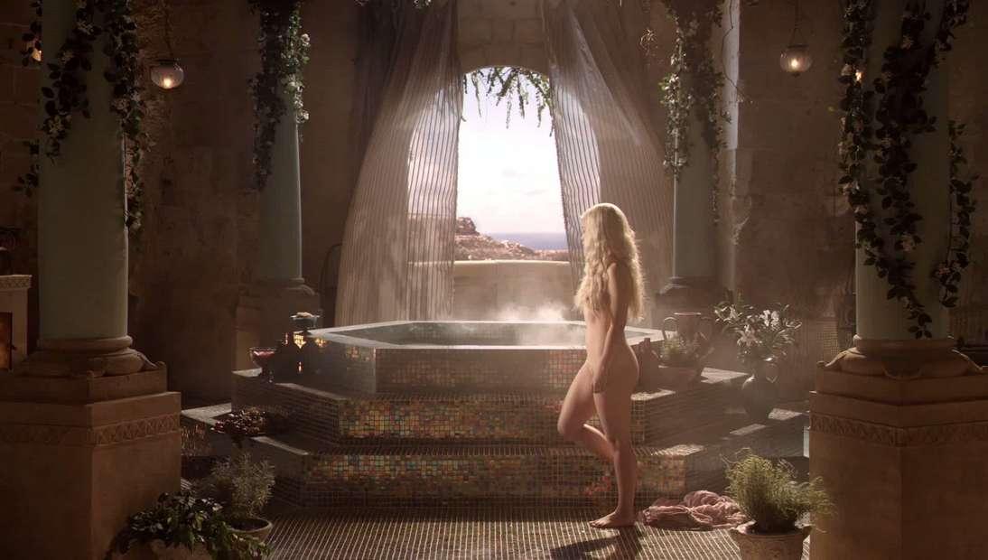 emilia clarke nue game of thrones (8)
