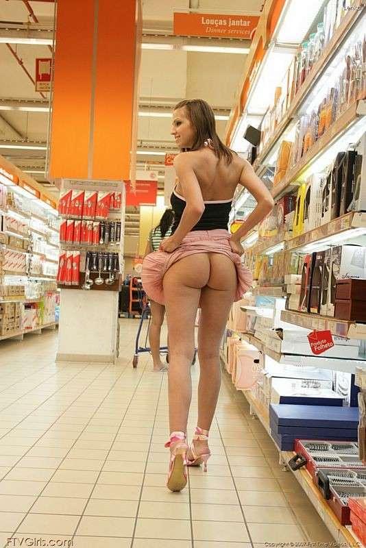 exhibe cul sans culotte public (1)