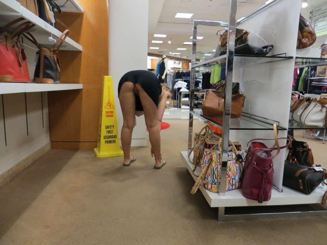 exhibe cul sans culotte public (12)