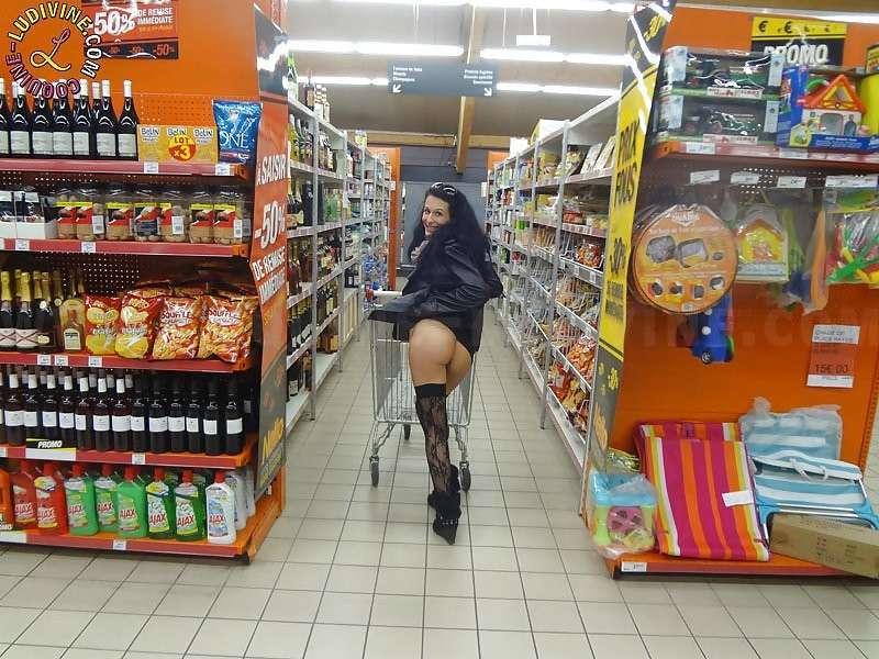 exhibe cul sans culotte public (15)