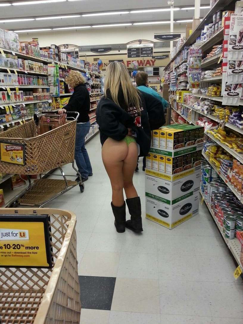 exhibe cul sans culotte public (2)