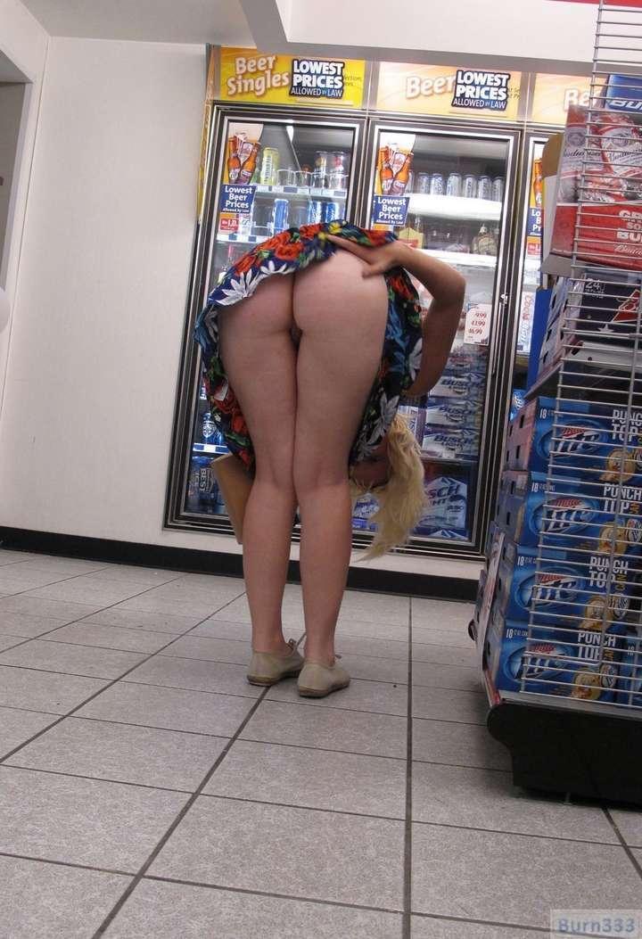 exhibe cul sans culotte public (20)