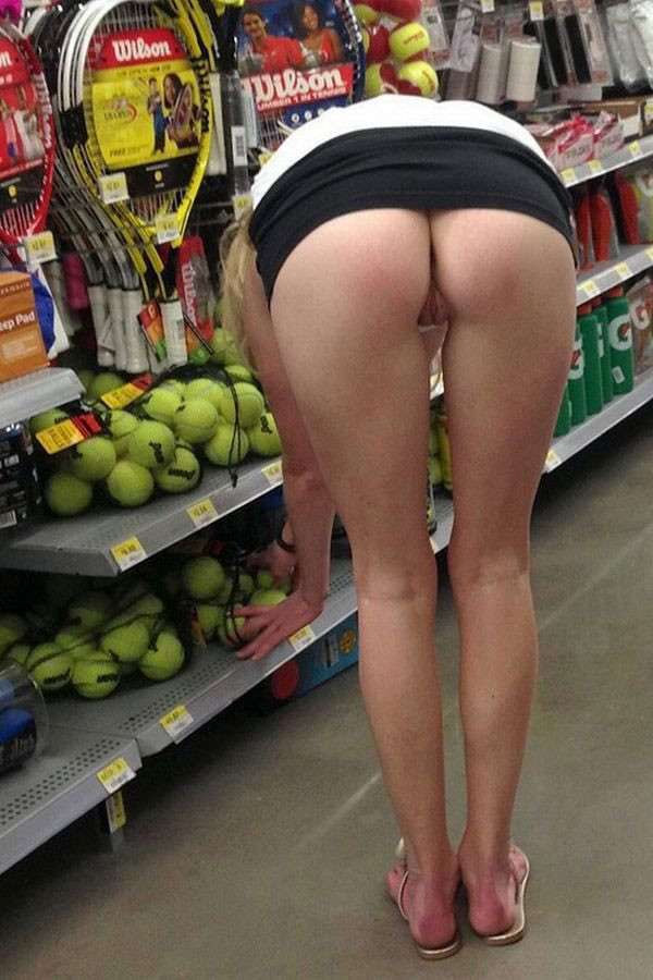 exhibe cul sans culotte public (4)