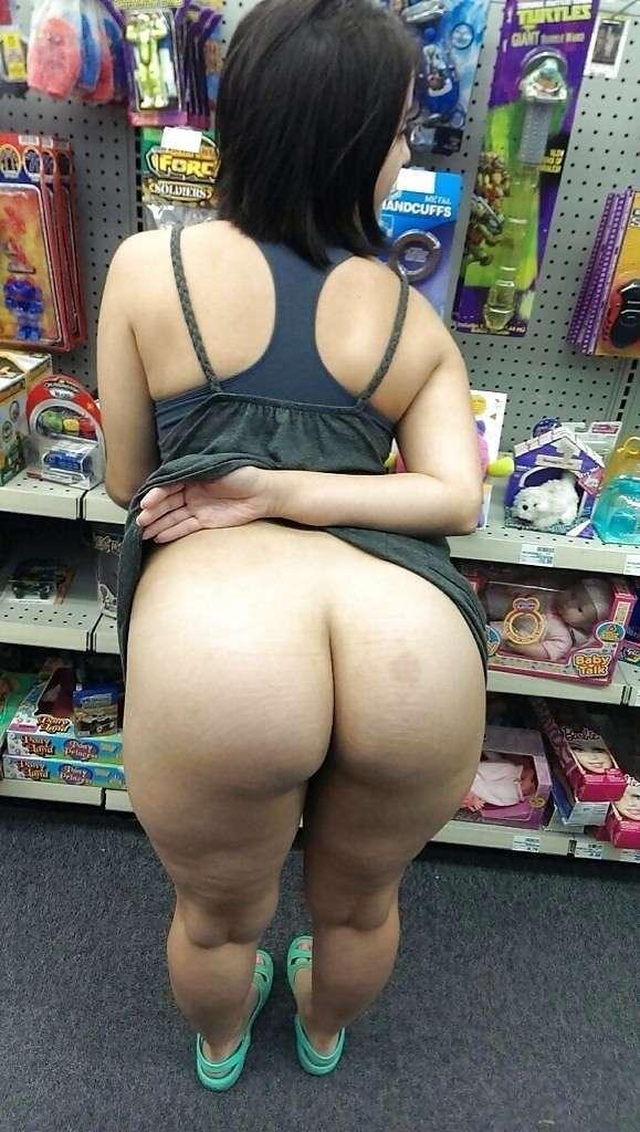 exhibe cul sans culotte public (6)