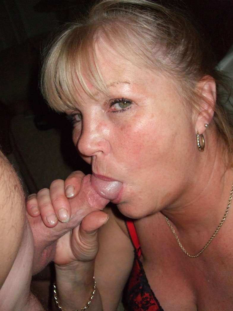 femme mure suce (1)