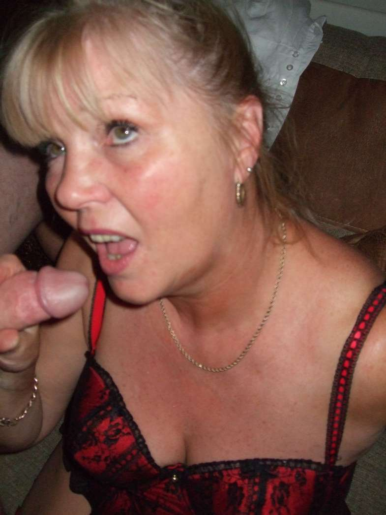 femme mure suce (3)