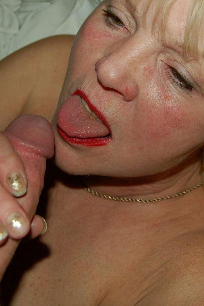 femme mure suce (4)