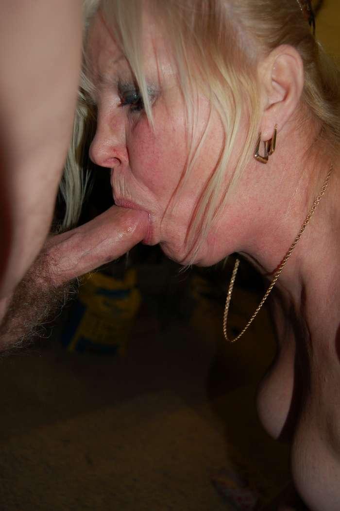 femme mure suce (7)