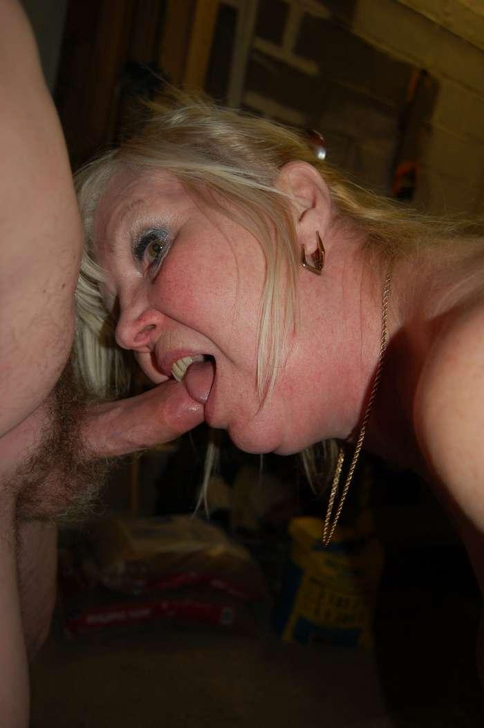femme mure suce (9)