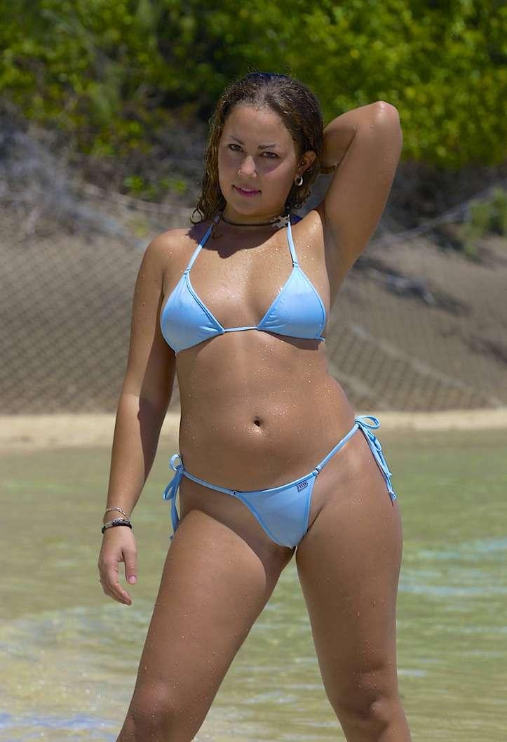 fille bikini bleu non nue (12)