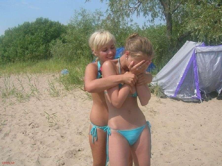 fille bikini bleu non nue (16)