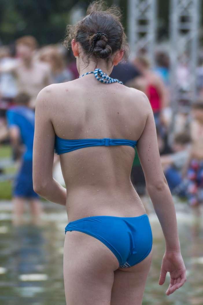 fille bikini bleu non nue (17)