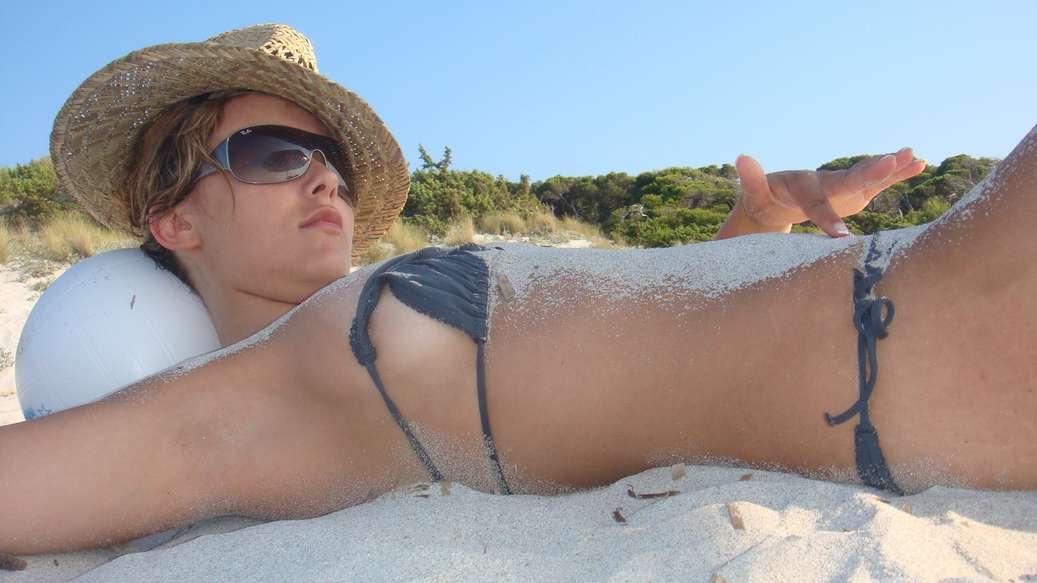 fille bikini bleu non nue (3)