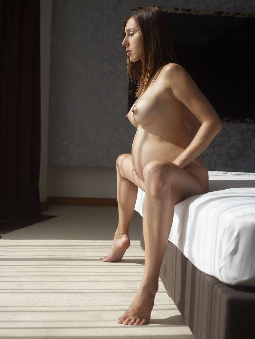 fille enceinte bonasse nue (116)