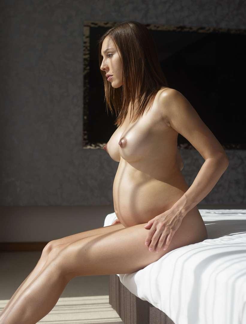 fille enceinte bonasse nue (117)