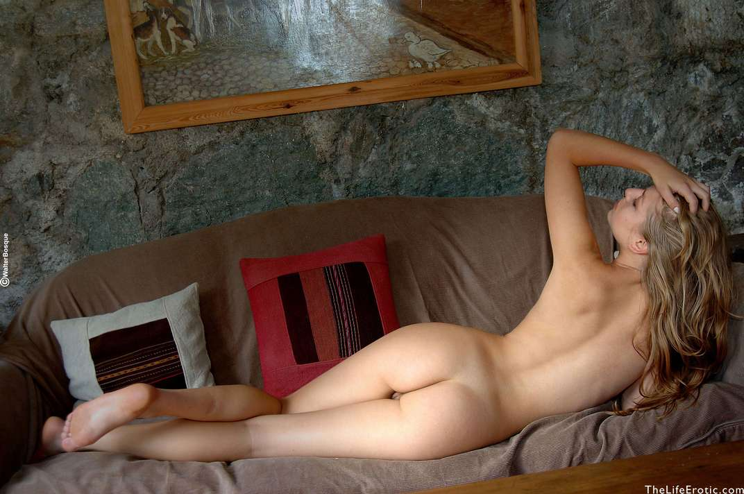 fille nue beau cul chatte rasee (21)