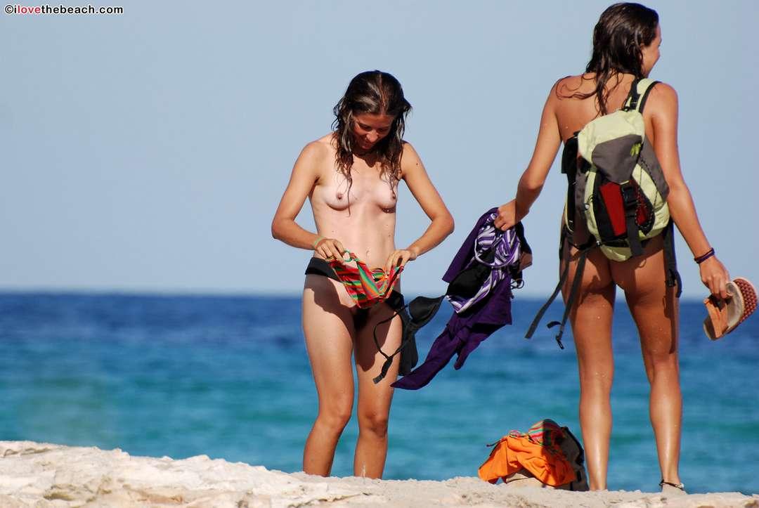 fille nue poilue plage (107)