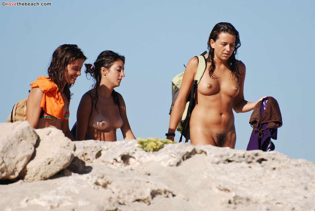 fille nue poilue plage (110)