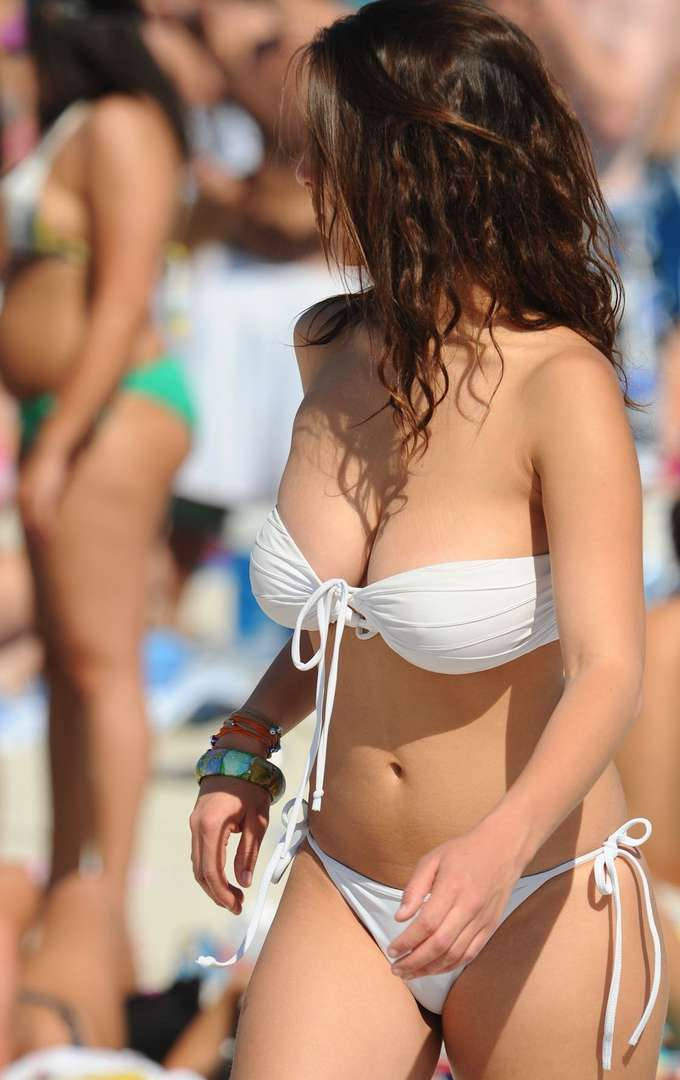 gros seins bikini (2)