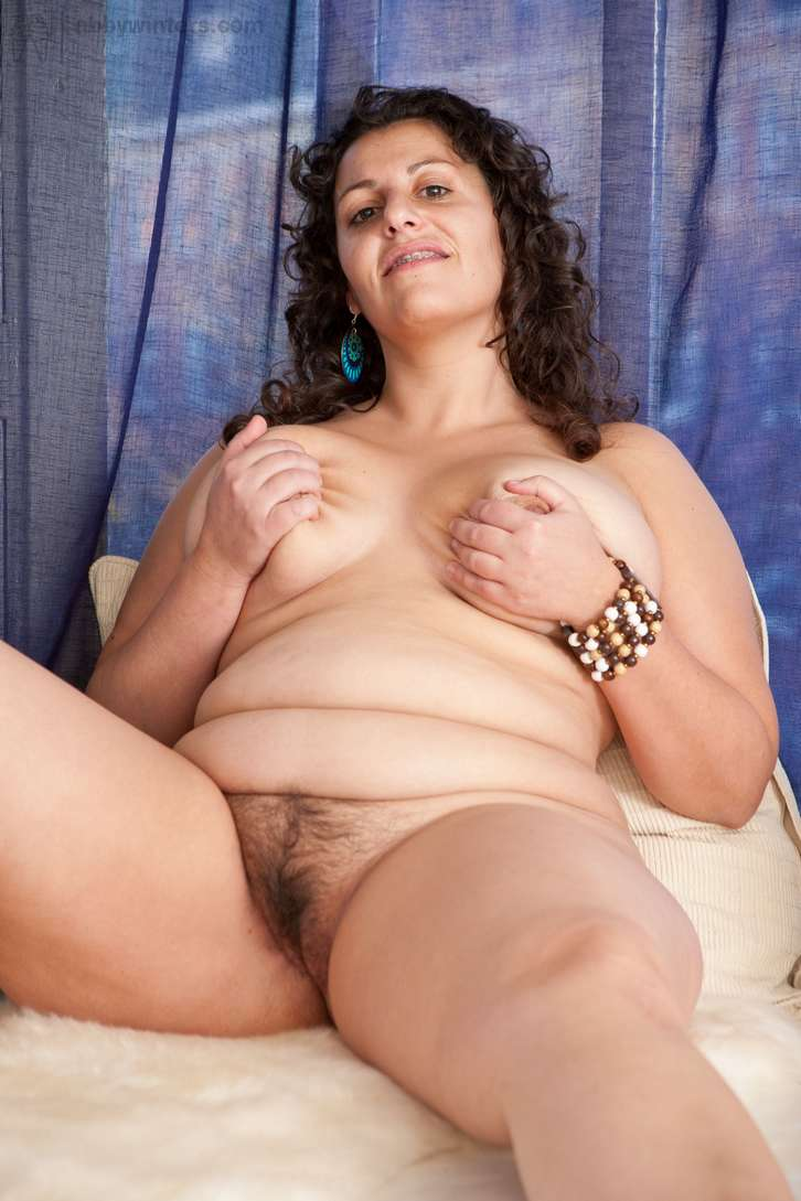grosse brune sexy nue (103)