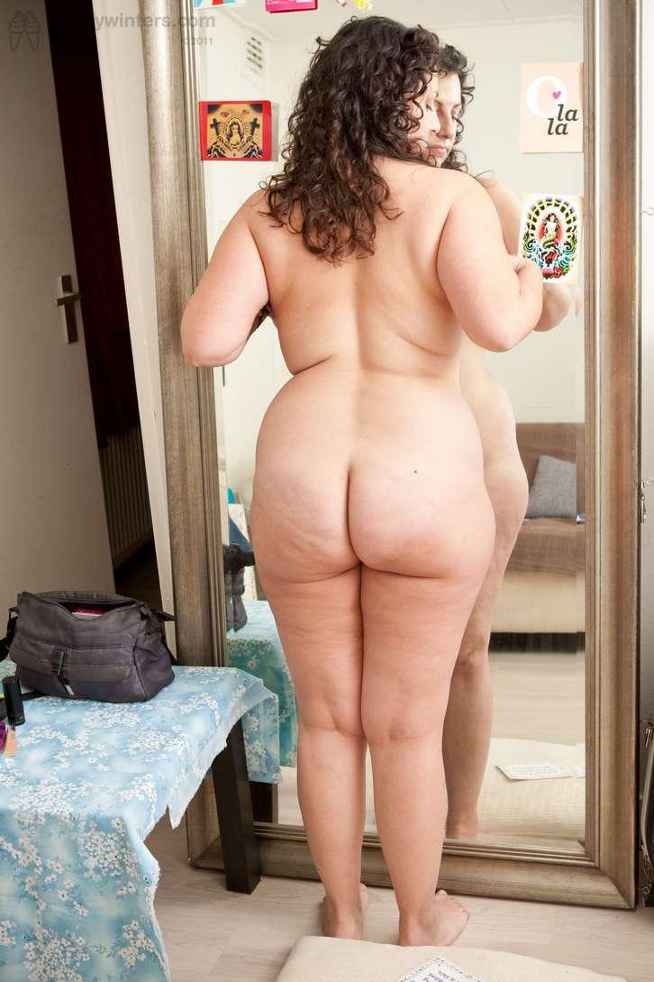 grosse brune sexy nue (121)