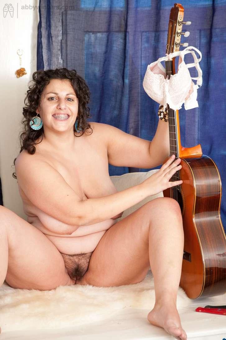 grosse brune sexy nue (142)