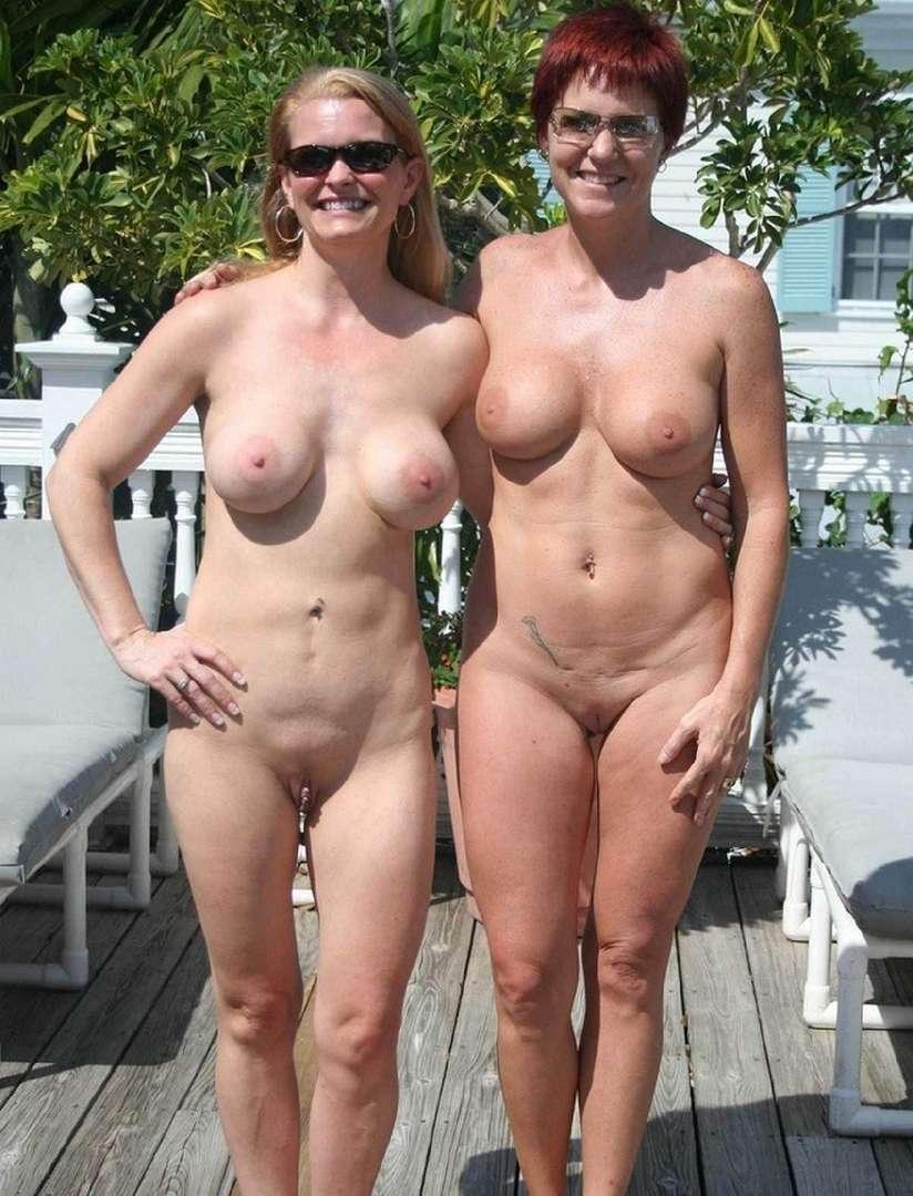 Best nudist mom