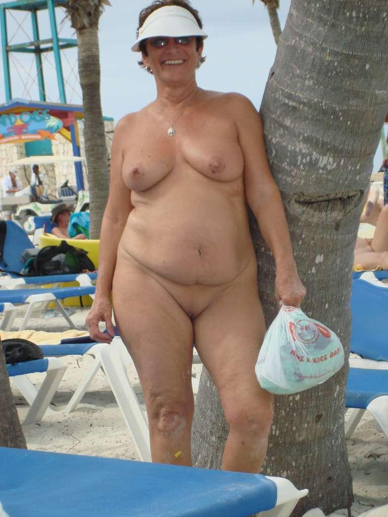 Femmes Matures Naturistes Nues Sur La Plage - 4Plaisircom-5143