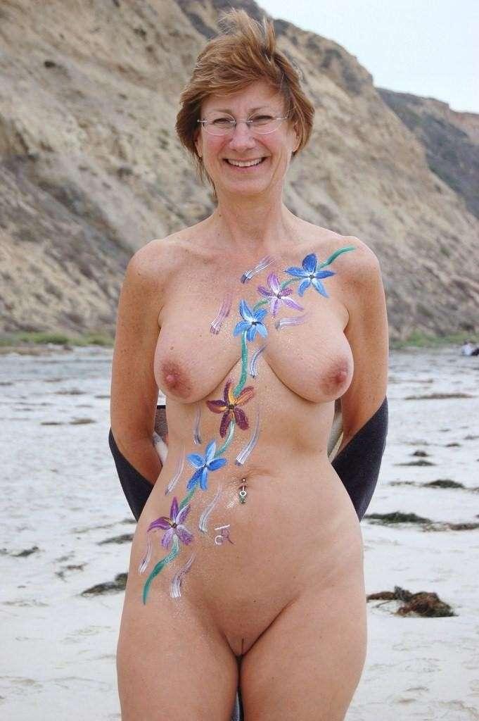 femme mature nue escort girl pontault