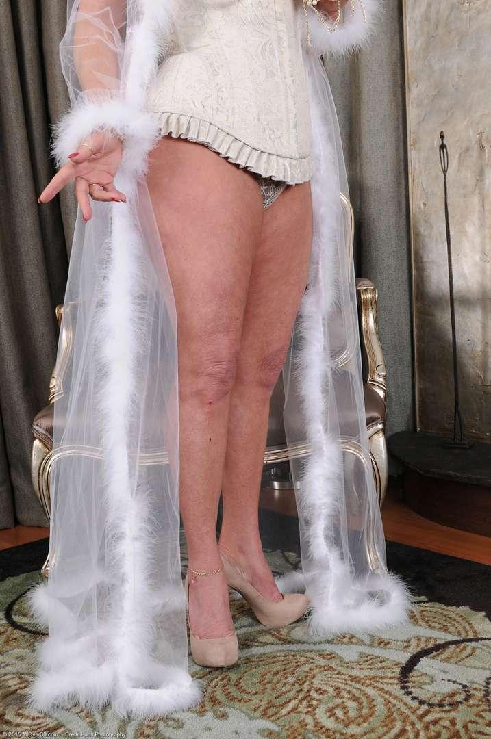 vieille cougar poilue nue (107)