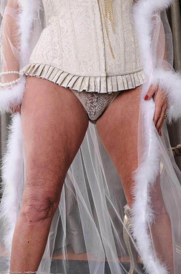 vieille cougar poilue nue (108)