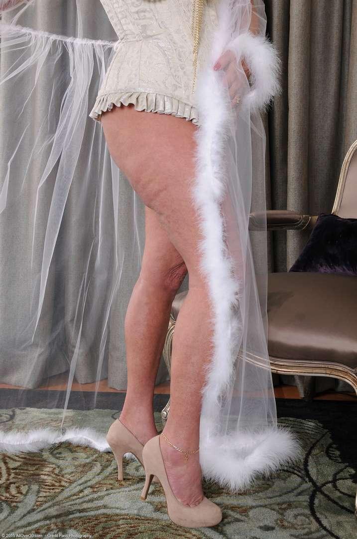 vieille cougar poilue nue (109)