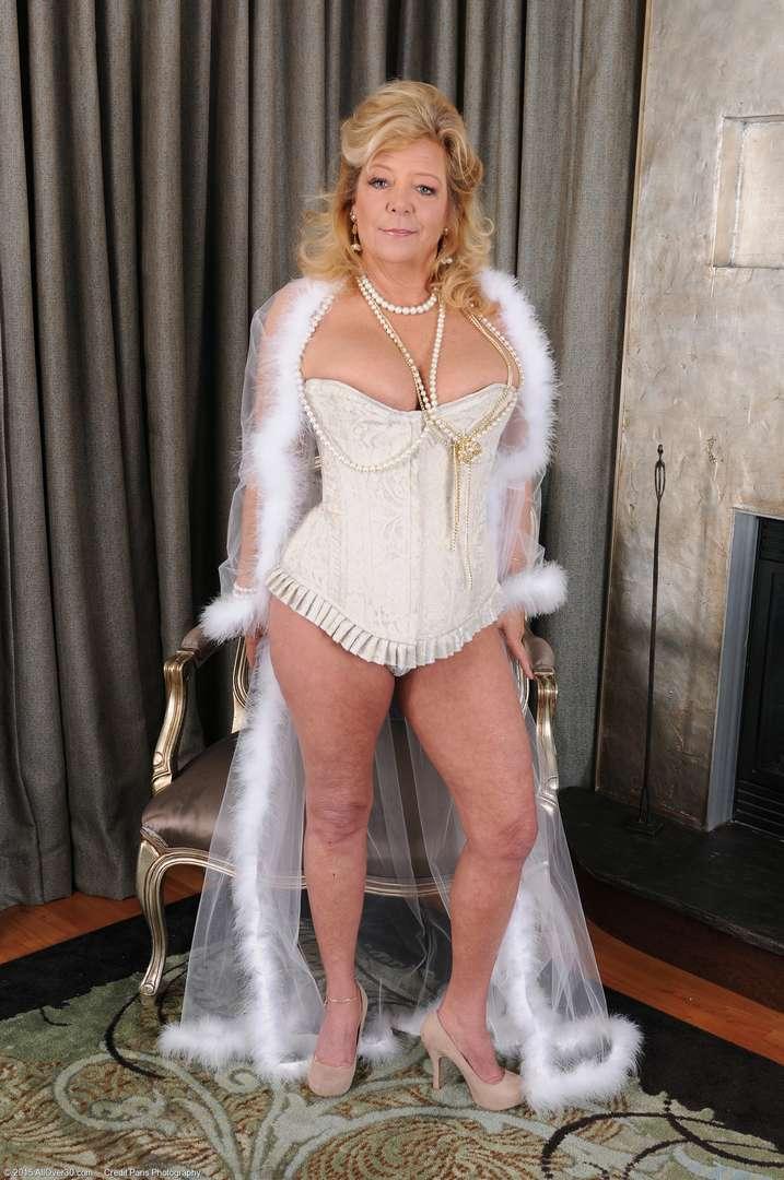 vieille cougar poilue nue (119)