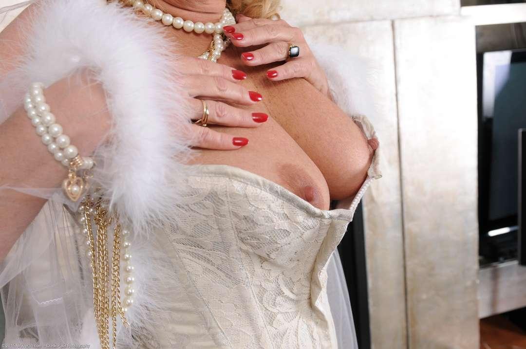 vieille cougar poilue nue (125)