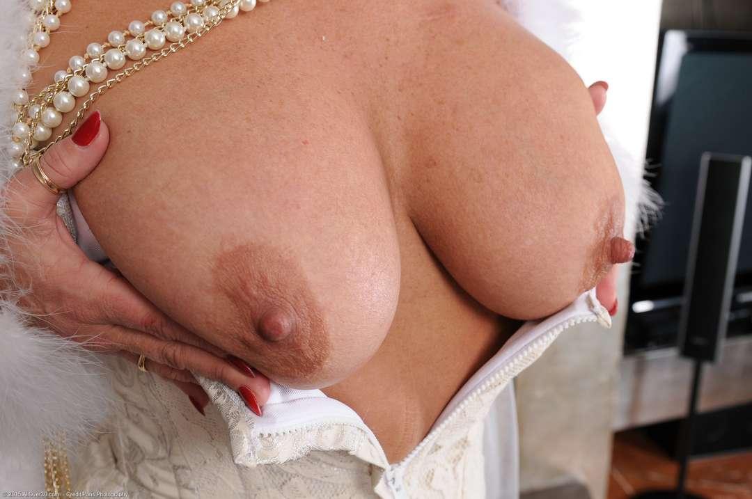 vieille cougar poilue nue (127)