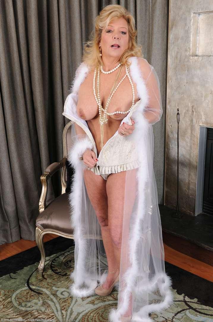 vieille cougar poilue nue (132)