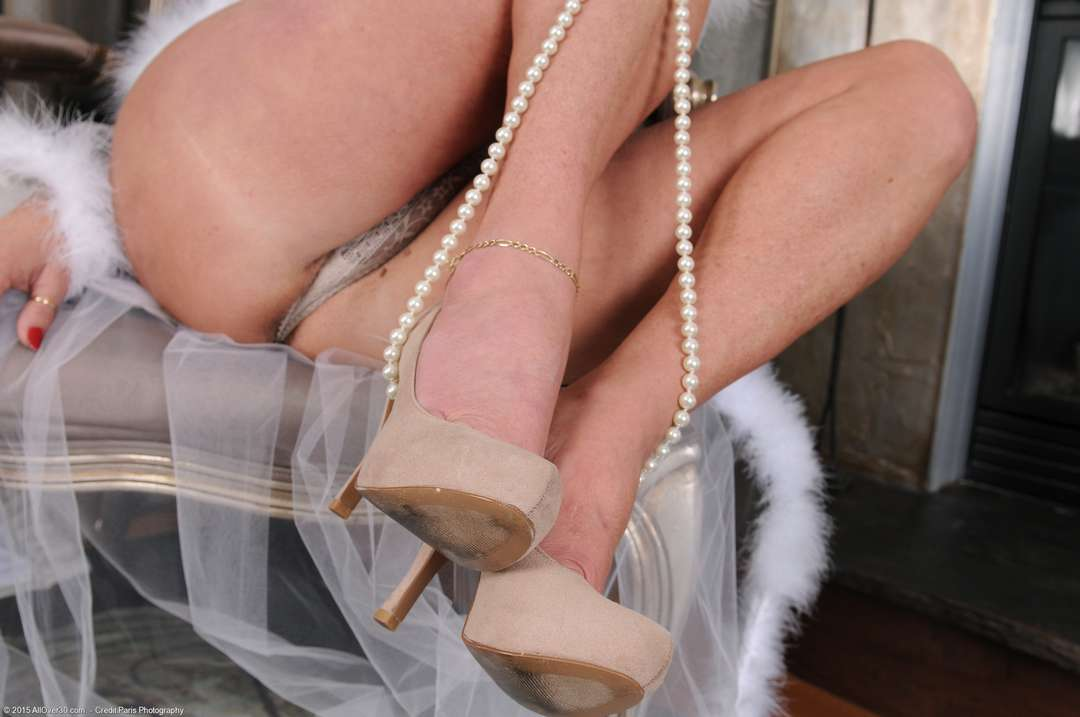 vieille cougar poilue nue (147)