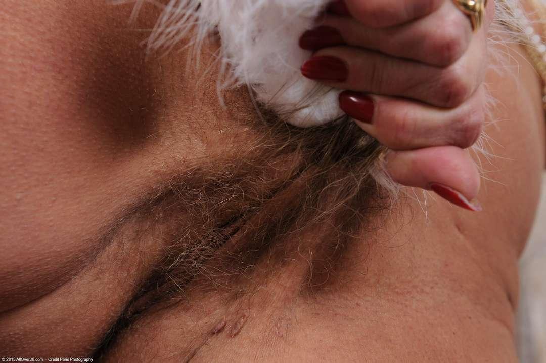 vieille cougar poilue nue (159)