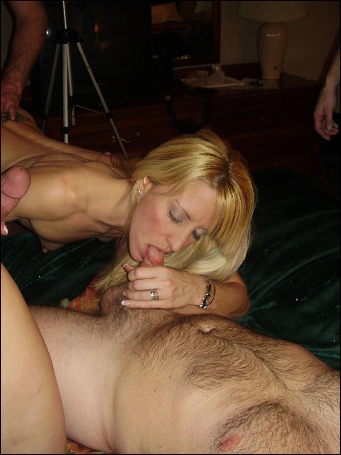 MILF blonde allemande gangbang (19)